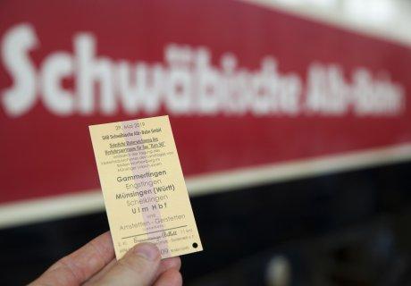 Unterzeichnung Verkehrsvertrag SAB GmbH Netz 50 Ehrenkarte