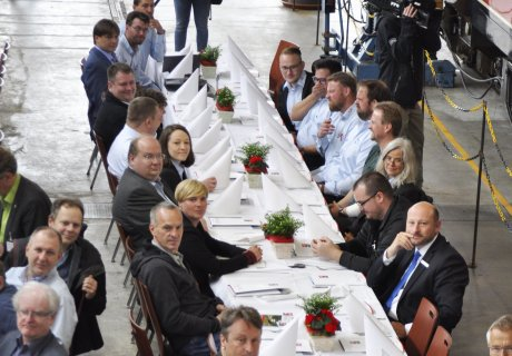Unterzeichnung Verkehrsvertrag SAB GmbH Netz 50 Belegschaft